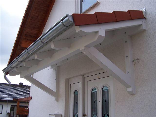 Vordacher aus holz und ziegel - Moderne zimmerturen ...